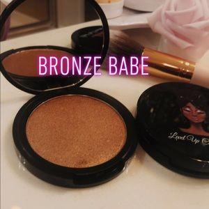 Bronze Babe Highlighter/ Bronzer